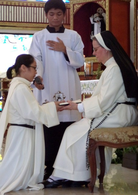ENTREGA DE HÁBITO Y PRIMERA PROFESIÓN RELIGIOSA DE LA NOVICIA NELLIE LAMCIS PAKIA