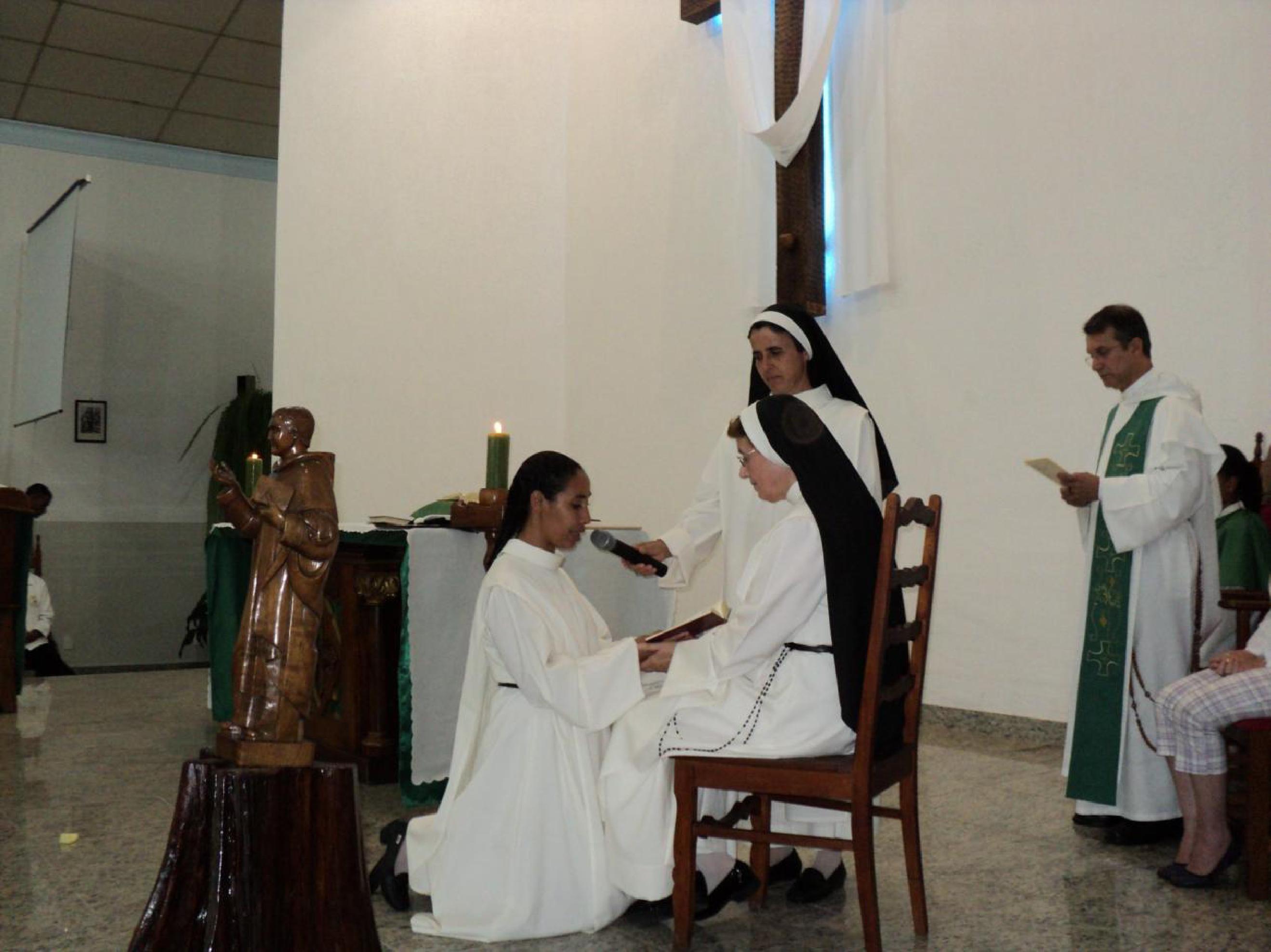 EN BRASIL, PRIMERA PROFESIÓN DE LA H. DORISDETE RODRIGUES DE BRITO