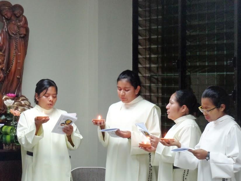 Entrega del Hábito a las Hnas. Alejandra, Karen, Lizeth y Katia