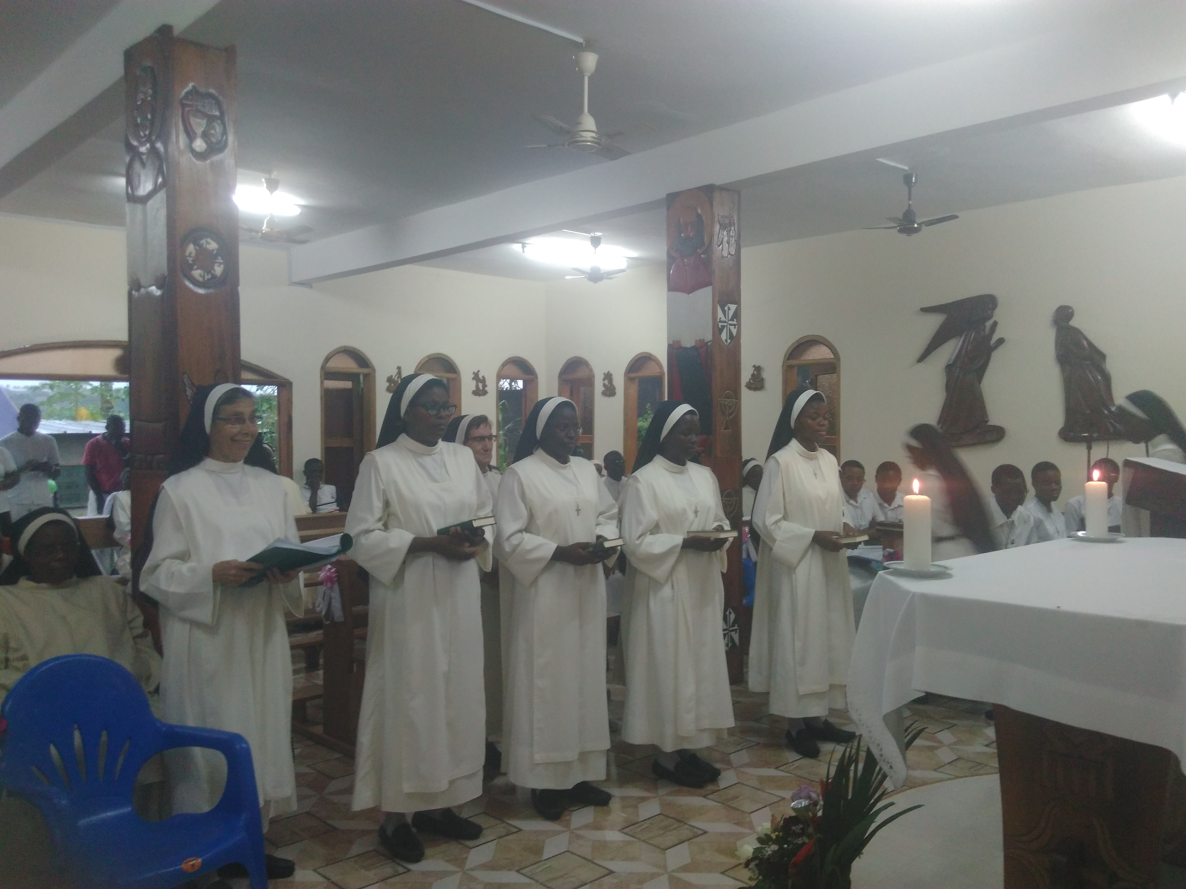 BONOUA: AQUÍ ESTOY SEÑOR PARA HACER TU VOLUNTAD. PRIMERA PROFESIÓN RELIGIOSA