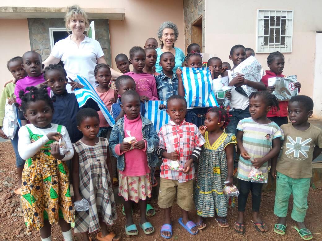 EXPERIENCIA DE VOLUNTARIAS EN ABOM (Camerun)