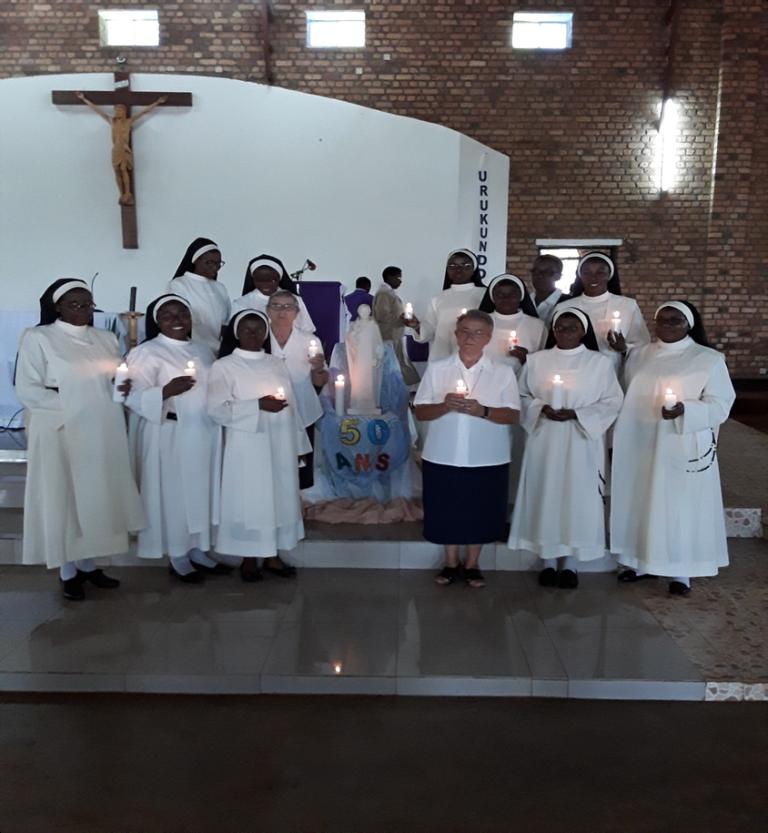 CELEBRACION DE LOS 50 AÑOS DE LA PRESENCIA DE HERMANAS EN RWANDA