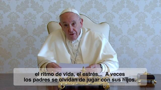 Nuestras familias – El Vídeo del Papa 7 – Julio 2020