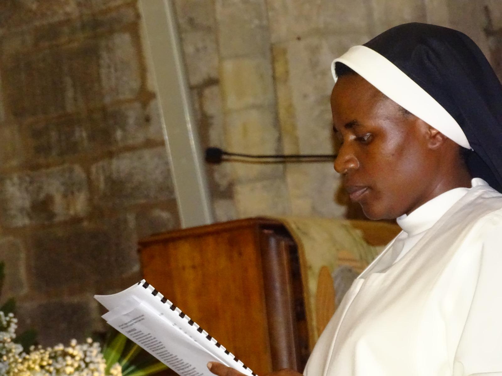 Profesión Perpetua de nuestra Hermana Claudine Uwajeneza en Francia Lezignan