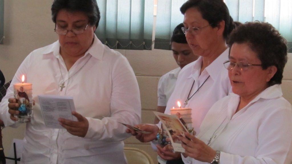 LAS HERMANAS TANCHITO, ANA MARÍA Y CARLOTA CELEBRAN 25 AÑOS DE PROFESIÓN RELIGIOSA
