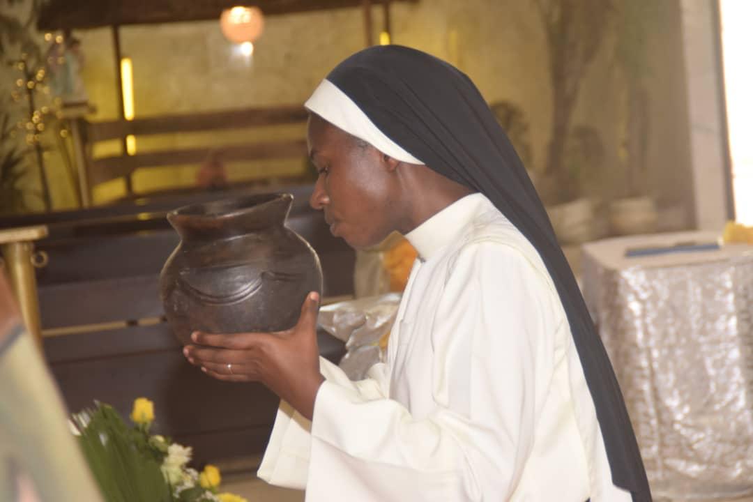 Profesión Perpetua de la Hermana Francine ORIA AKANON